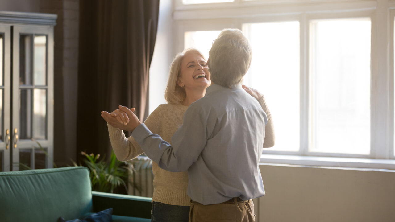 couple dancing living better with chronic pain